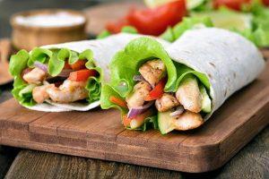 Wrap de frango e vegetais – 350kcal