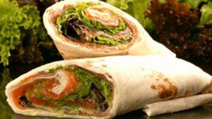 Wrap de queijo creme e salmão fumado – 208 kcal