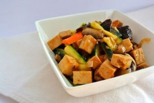Salteado de Tofu com Legumes